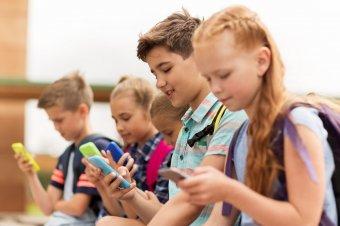 Szigorúan korlátoznák az olasz gyerekek okostelefon-használatát, 1500 eurós büntetés járhat