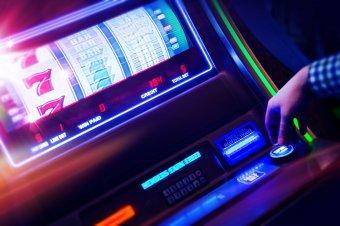A szociális segélybe kerülhet a szerencsejáték: számos mellékjövedelem miatt elúszhat az államtól kapott támogatás