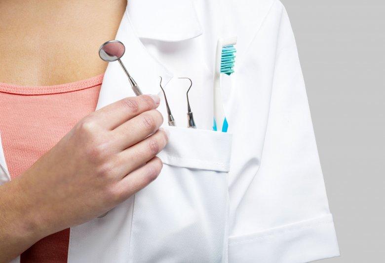 Ha halaszthatatlan a fogorvosi beavatkozás, akkor ide mehet a hétvégén