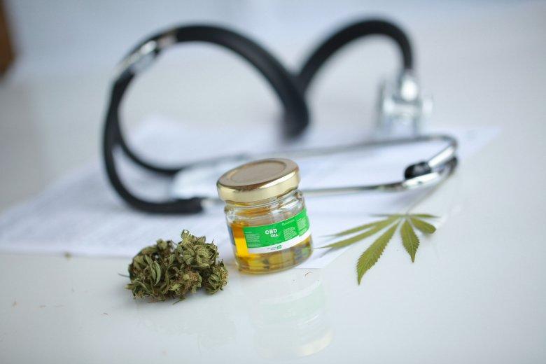 Hallgatólagosan elfogadta a szenátus az orvosi marihuána használatát