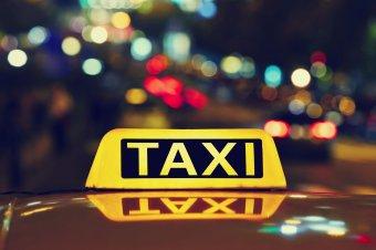 Tízezer lejre büntették a tolókocsis gyerek szállítását megtagadó marosvásárhelyi taxis cégét