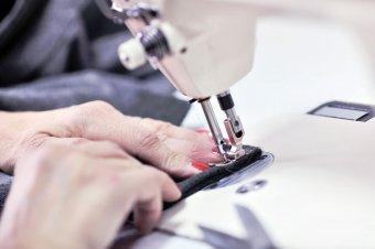 Könnyűipari munkanélküliség: segesvári cég varrja el a székelyudvarhelyi szálak egy részét