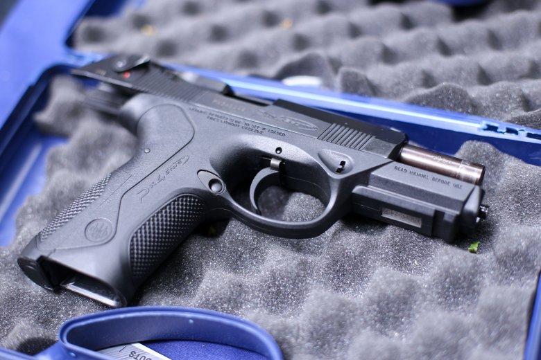 Romániában összeszerelt, a legújabb típusú Beretta pisztolyokkal szerelik fel a rendőröket