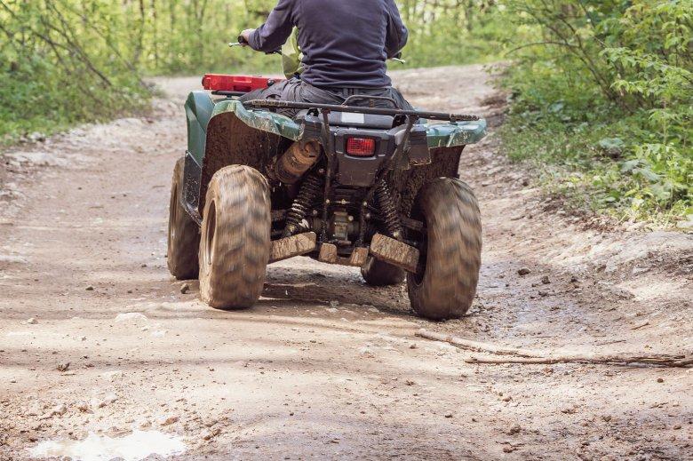 Baleset buktatta le a bejegyzetlen ATV-vel, jogosítvány nélkül közlekedő fiatalt