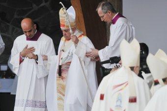 A pápalátogatás és annak üzenetei