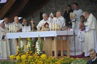 Ferenc pápa Csíksomlyón: Édesanyánk, taníts meg minket egybeszőni a jövőt!