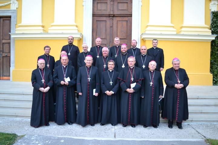 Kikeltek a mágia és a szekták ellen a katolikus püspökök