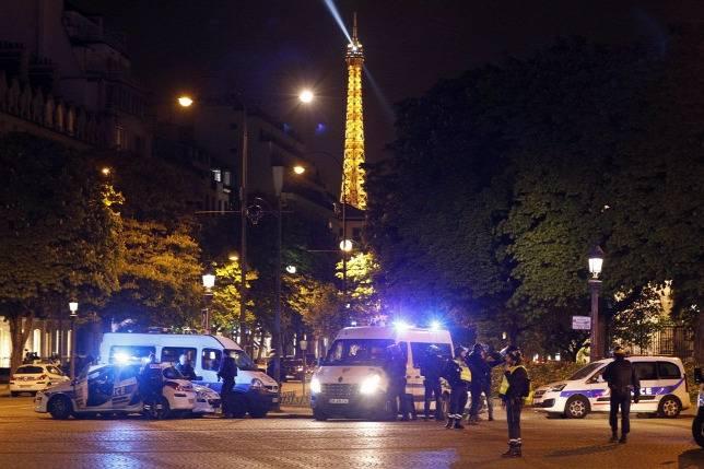 """Több mint 800 autót gyújtottak fel Franciaországban szilveszter éjjelén, de ez jóval kevesebb az ilyenkor """"megszokottnál"""""""