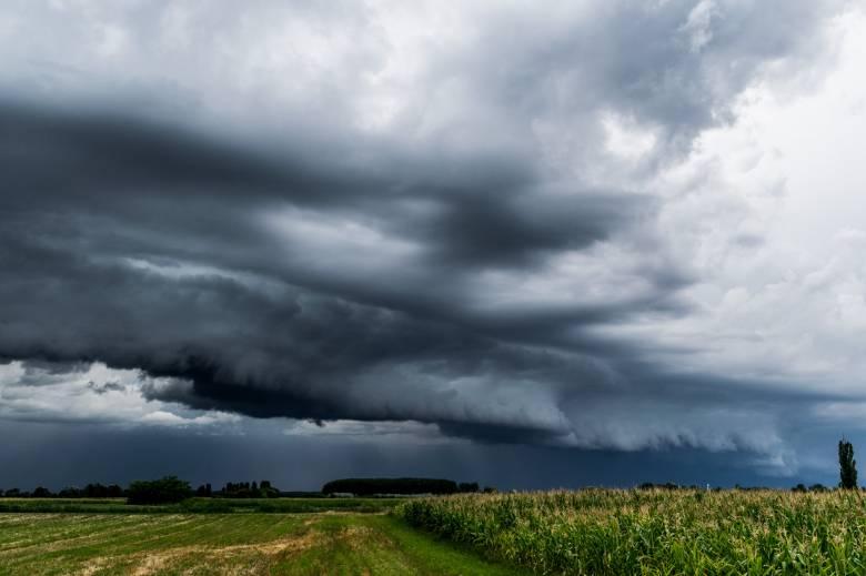 Viharosra fordulhat az időjárás szombat reggelig