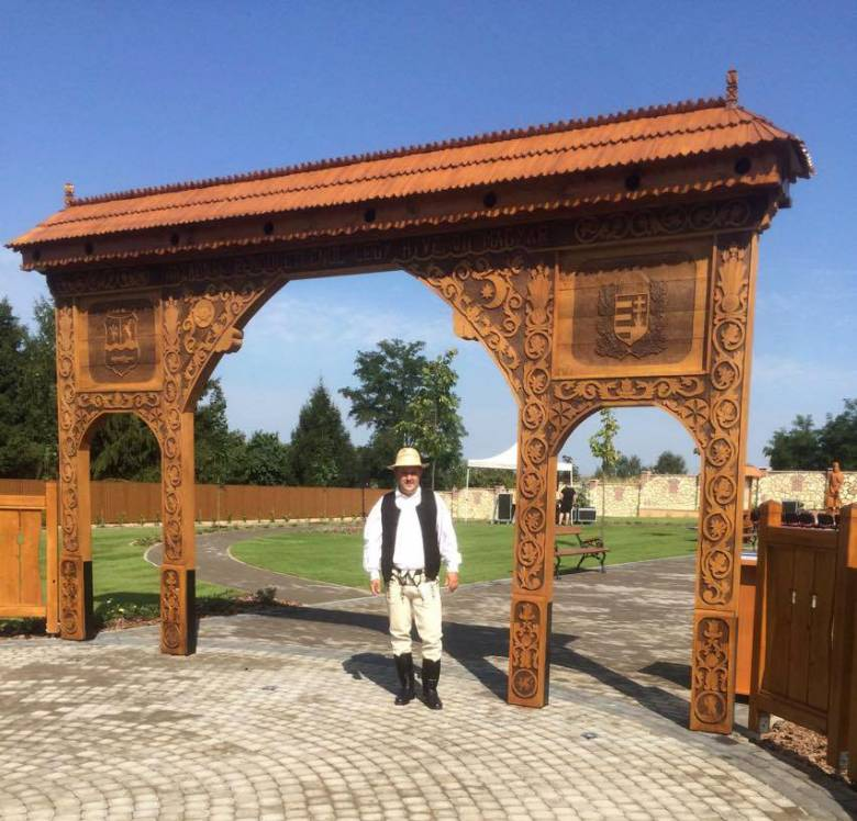Udvarhelyi székely kapun át a Honfoglalás Parkba