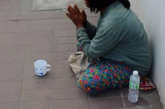Erkölcsi kártérítést kell fizetnie Svájcnak, amiért megbírságoltak egy utcán kolduló romániai roma nőt