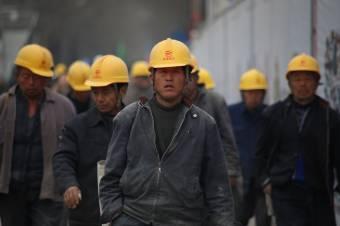 Jöhet a munkásimport – eltörölték a külföldi dolgozóknak járó bérminimumot