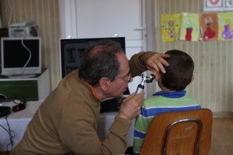 Hatezer orvosi vizsgálatot végeztek Erdélyben a gyermekmentő szolgálat önkéntesei