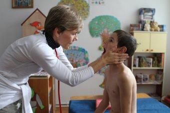 Erdélyben gyógyítanak a gyermekmentő szolgálat önkéntes orvosai
