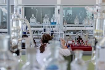 Megfizethetetlen az innovatív orvoslás: az újonnan kifejlesztett készítmények közel fele el sem jut Romániába