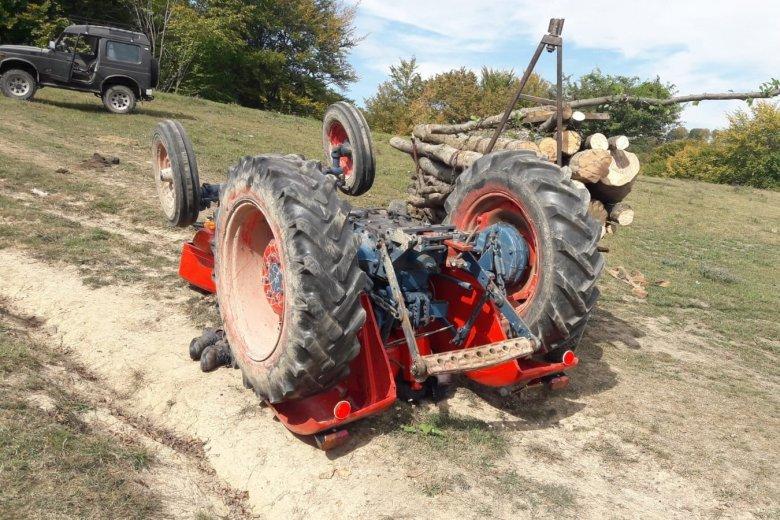 Felborult egy traktor Décsfalván, életét vesztette a sofőr