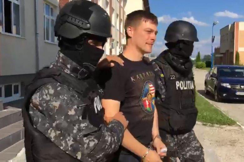 Így szállították el a rendőrök Beke Istvánt és Szőcs Zoltánt