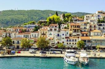 Görögország feloldotta a kötelező karantént az oltással rendelkező EU-s polgárok számára