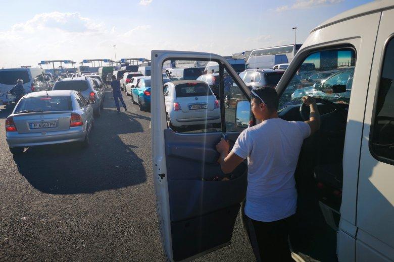 Torlódás alakult ki a bolgár-görög határon a turisták magas száma miatt