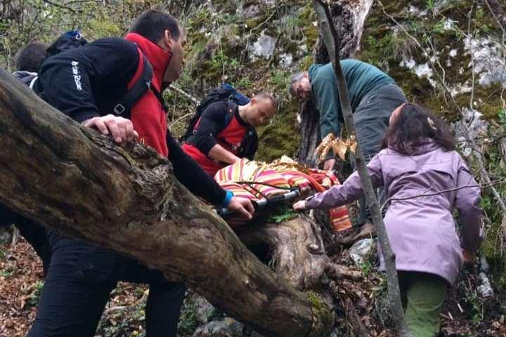 Lezuhant, elájult, majd hegyimentők hozták ki a Vargyas-szorosból a fiatalt