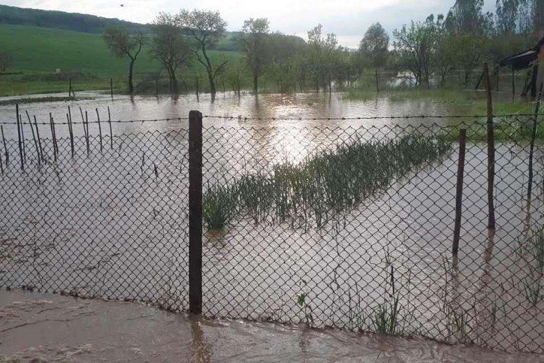 Udvarokat, utakat, termőföldeket borított el a víz