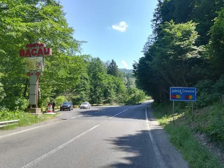 Fordított román trikolórral festették le a megyehatárt jelző tábla magyar feliratát