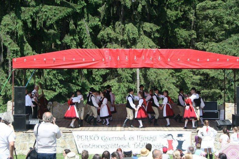 Gyermek- és ifjúsági táncegyüttesek találkozója Perkőn