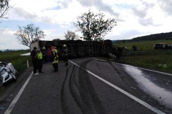 Két személy vesztette életét egy közúti balesetben