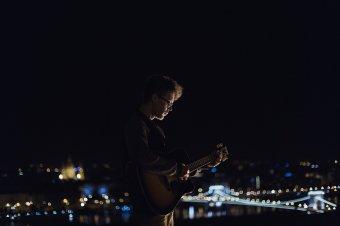 Kovács Kristóf hivatásos utcazenész a #fridaysessionben