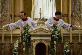 Nagyszombaton este Jézus feltámadását ünneplik a katolikus templomokban