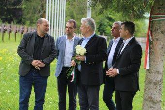 Semjén Zsolt az úzvölgyi haditemetőben: egy nagykorú nemzet nem lehet halottgyalázó