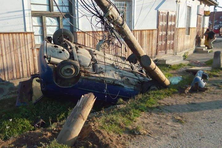 Meglepődtek reggel a lakók, amikor meglátták a sáncba borult autót