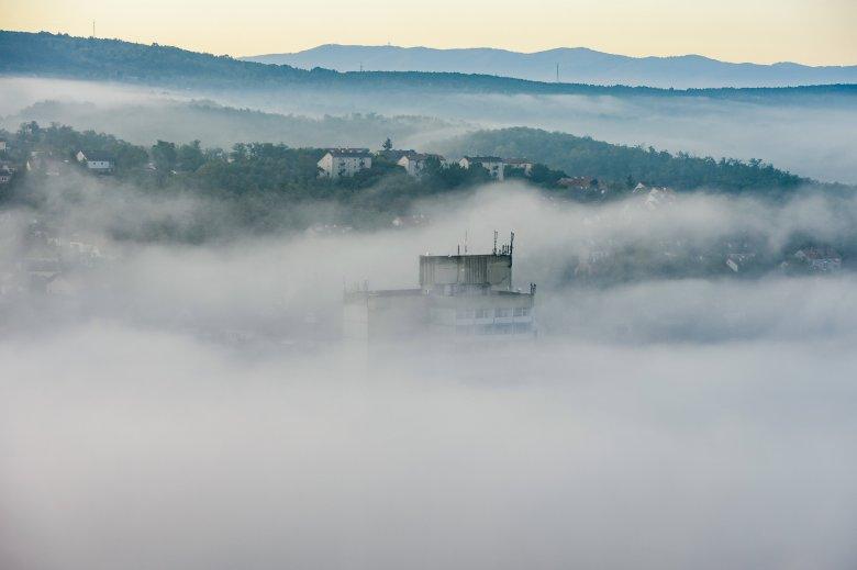 Szaharai eredetű porfelhő éri el Romániát hétfőre virradóan
