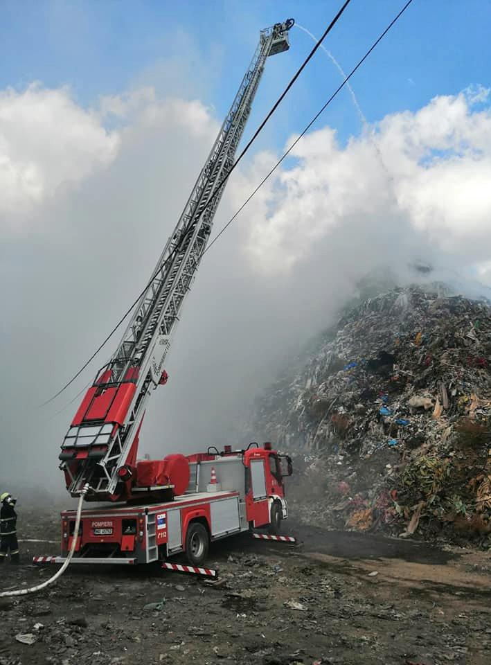 Eloltották a várost füsttel megtöltő tüzet a segesvári szeméttelepen
