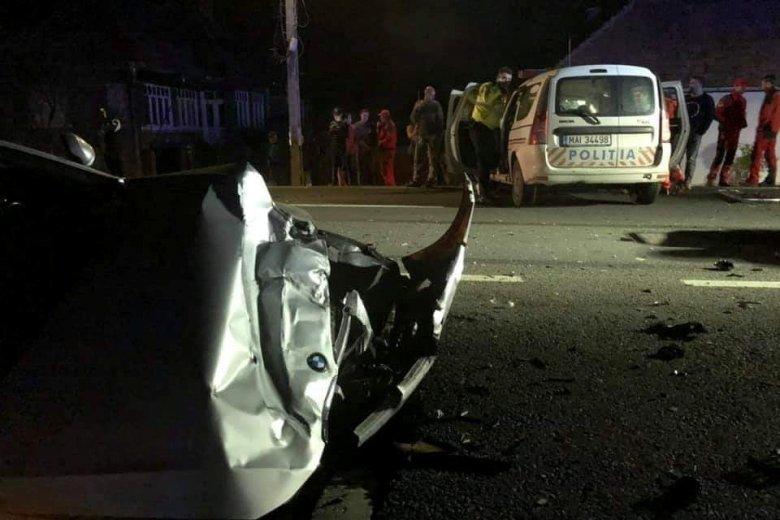 Rendőrautó miatt történt baleset