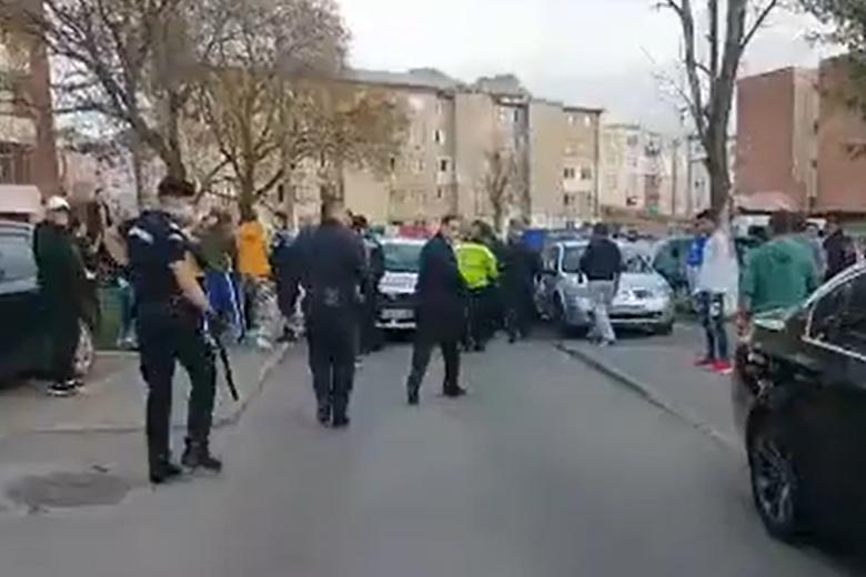 Ortodox nagyszombati anarchia Vajdahunyadon: rendőrökre támadtak a lakók
