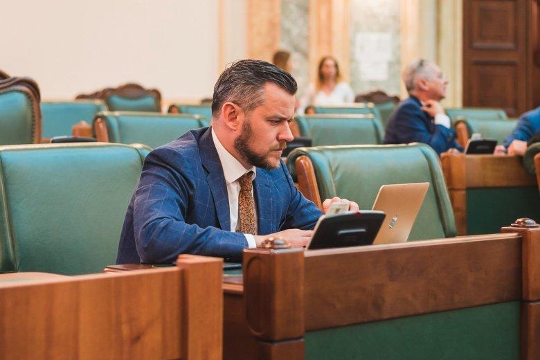 A távközlésnek nem számít, hogy van-e internet vagy sem – Antal kérdőre vonta a minisztert (x)