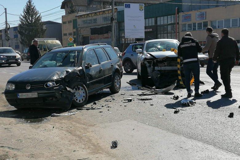 Három autó ütközött össze Csíkszeredában