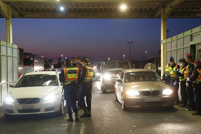 Több mint tízezren érkeztek Romániába Nagylaknál