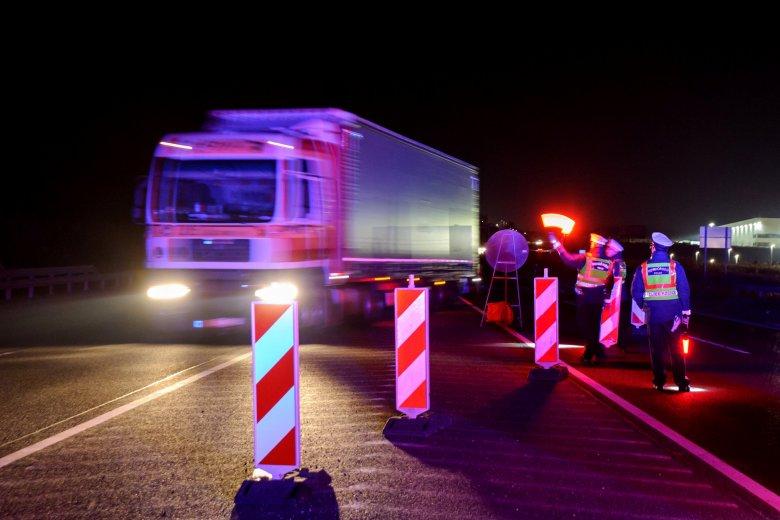 Kilométeres kamionsorok miatt kell várakozni a román-magyar határon