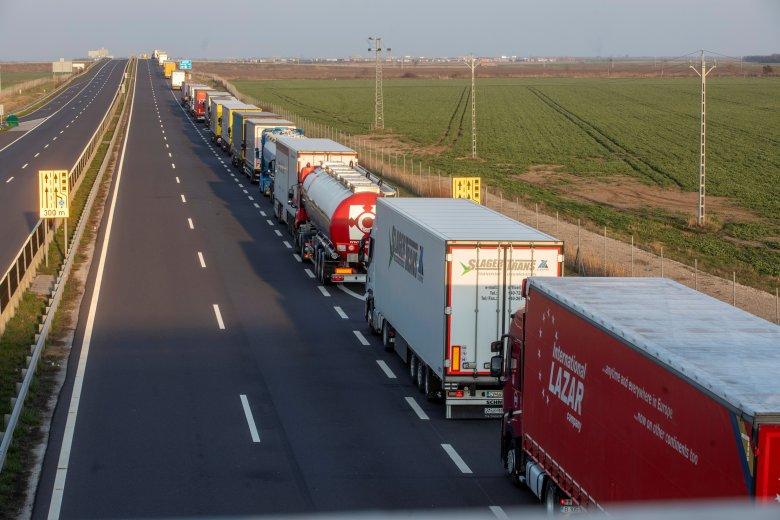 A megtett kilométerek után fognak útadót fizetni a kamionosok a közlekedési miniszter bejelentése szerint