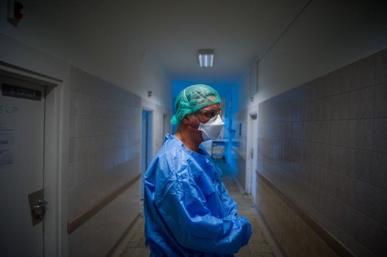 Közel háromszáz egészségügyi alkalmazott fertőződött meg eddig a koronavírussal