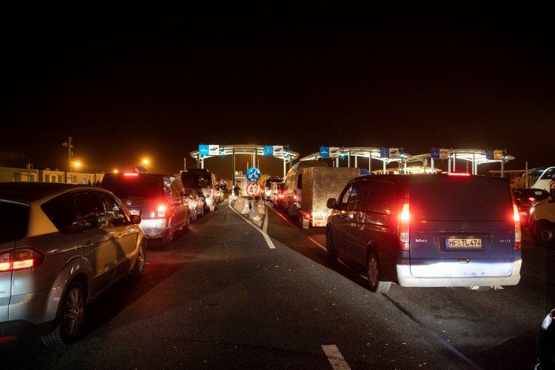 Özönlenek haza a román állampolgárok