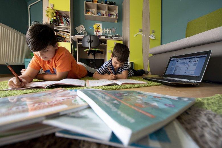 Új kihívása lesz a tanügynek, hogy felkészítse a tanárokat a távoktatásra