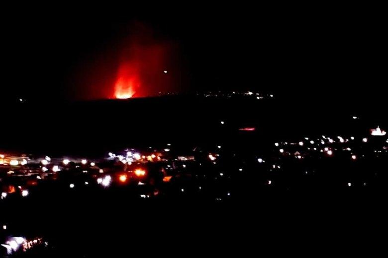 Hatalmas tűz pusztít Oroszhegyen