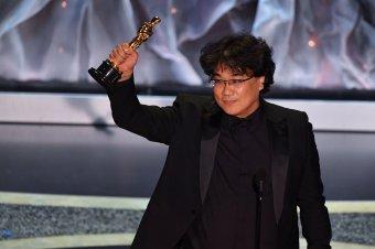 Az Élősködőké a legjobb filmnek járó Oscar-díj, Zellweger a legjobb női, Phoenix a legjobbb férfi főszereplő