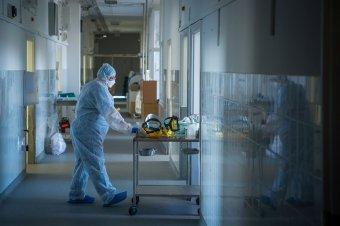 Ismét száz fölé emelkedett az elhalálozások száma, az új eseteké viszont csökkent