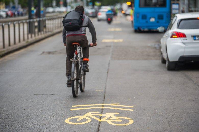 Egy balesetet szenvedett kerékpáros segítségére sietett az éppen szabadidejét töltő mentős