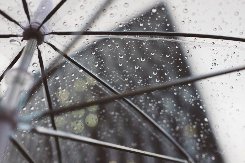 Hiába süt hétágra a nap, azért legyen kézügyben az esernyő