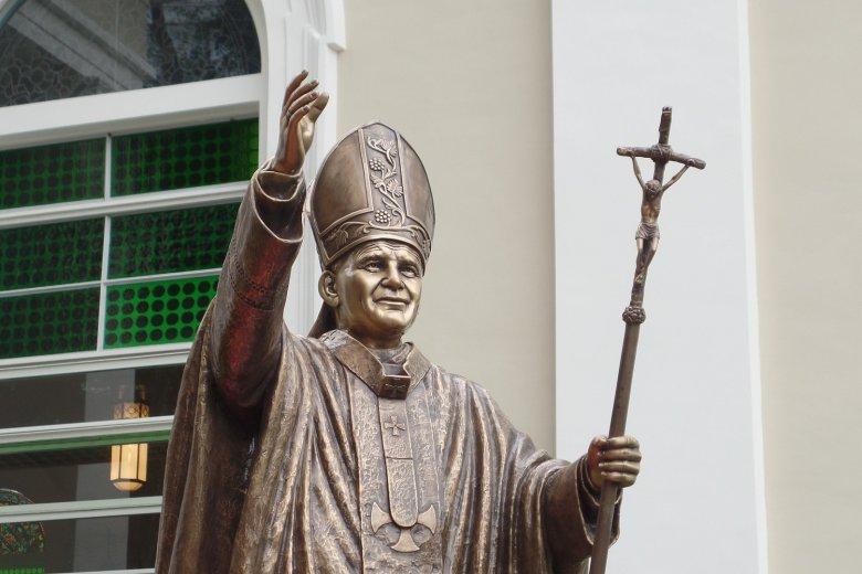 Száz éve született (Szent) II. János Pál pápa